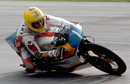 出典:http://global.yamaha-motor.com/jp/race/wgp-50th/race_archive/riders/takazumi_katayama/