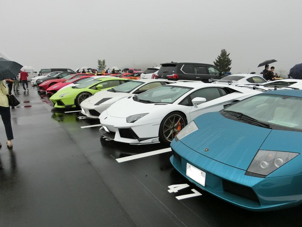 ランボルギーニ駐車場