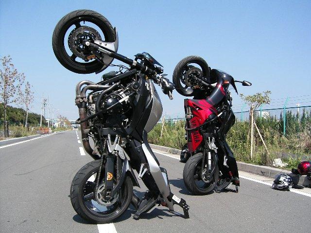 バイクが立ちます(出典:http://www.trustone-ex.com/)