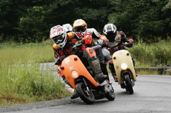 話題になった当時はサーキットでこんな光景も見れました。(出典:http://yaplog.jp/oga-oga)