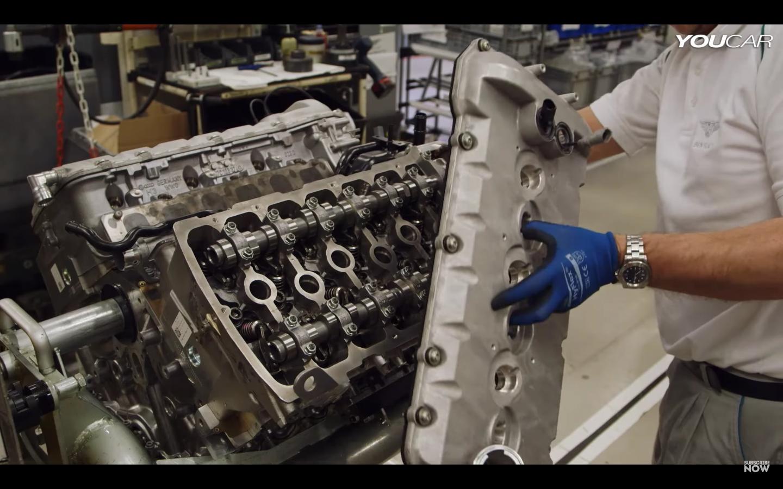 V6エンジンを合体!?唯一無二のW型12気筒エンジンは製造工程がスゴい!