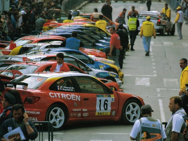 出典:http://racingphoto.tripod.com/motorracingjustfewmoments.html