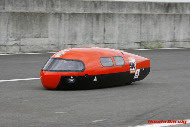燃費1900km/Lオーバーを達成した矢坂高校機械技術研究部OB(出典:http://www.honda.co.jp/)