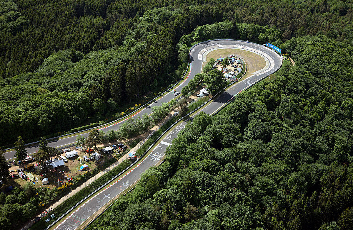 出典:http://cmsracing.com/champion/forums/content/12-07-911s-nordschleife-1hr-880/