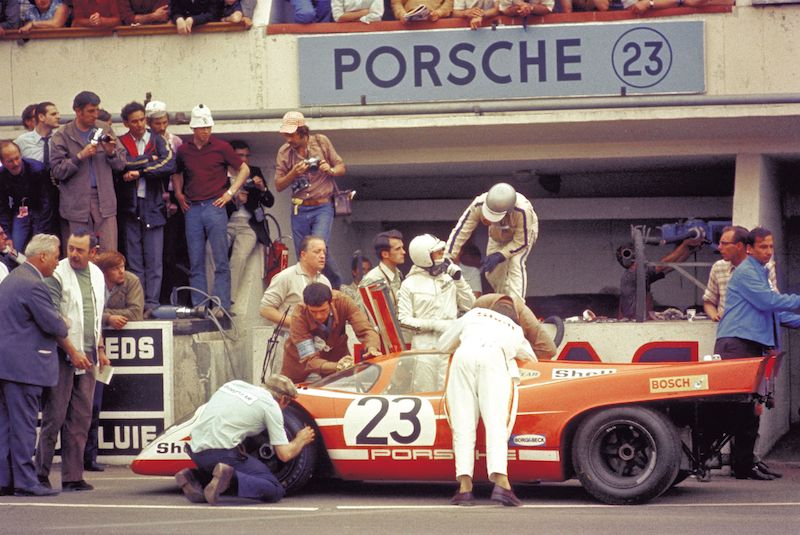 出典:http-www.sportscardigest.comteam-salzburg-porsche-917k-car-profile