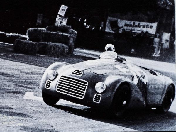 1.5リッター・60度V12エンジンを搭載した125S。フェラーリの名を冠した初めてのモデルである 出典:http://www.motortrend.com/