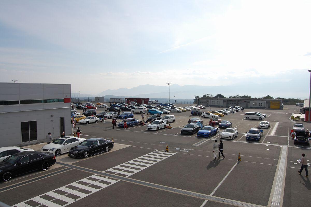 富士スピードウェイ パドック風景 Photo by RYU-K