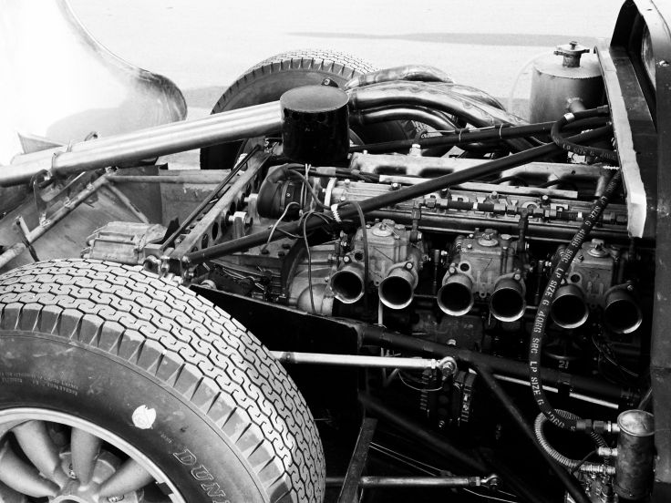 出典:http://www.wallpaperup.com/114804/1966_Nissan_R380-II_supercar_supercars_classic_race_racing_engine_engines.html