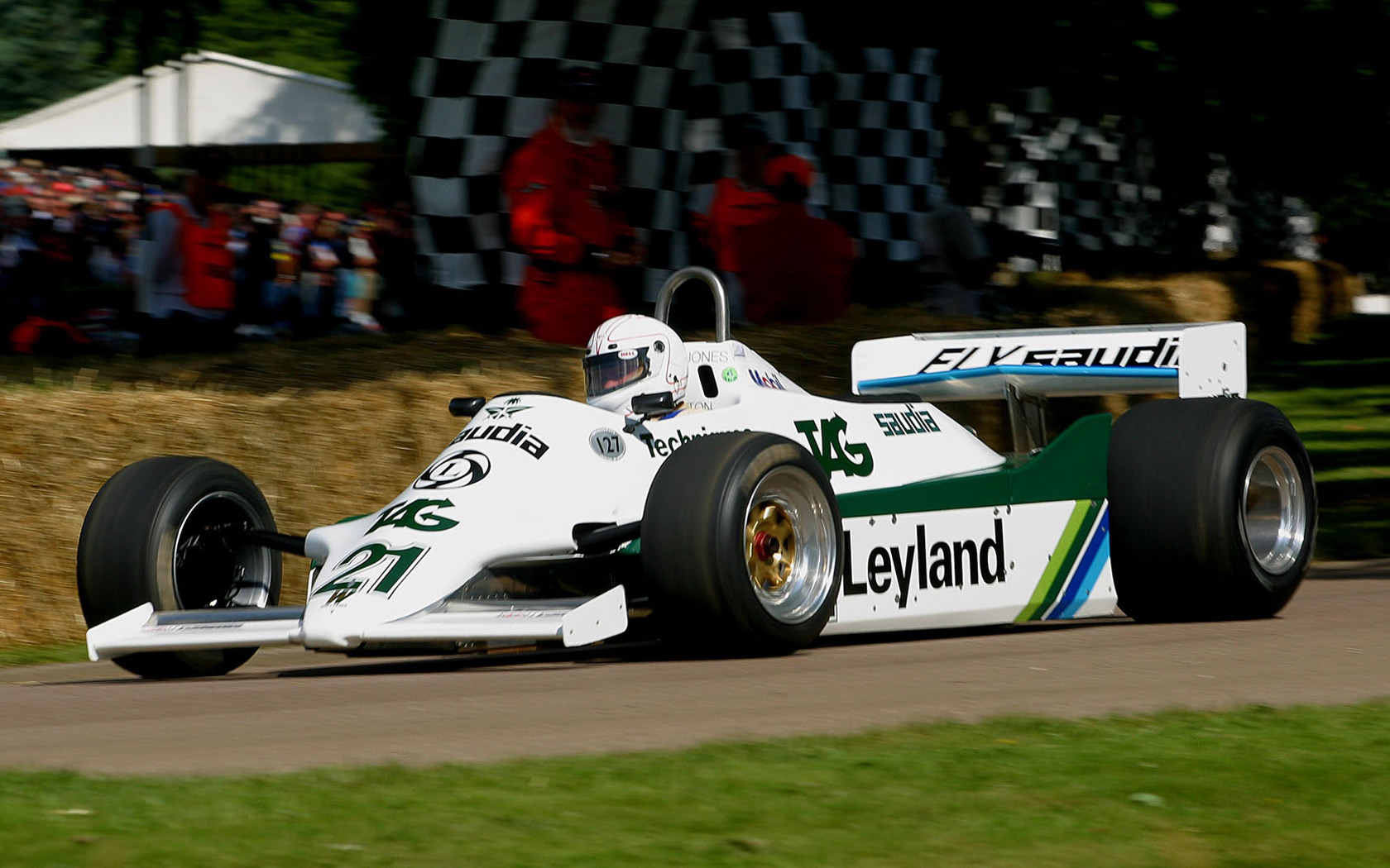出典:http://www.f1fanatic.co.uk/wp-content/uploads/2009/07/williamsfw07_1981_goodwood.jpg