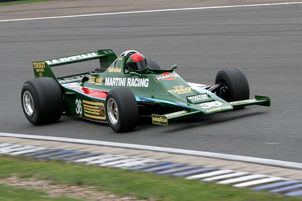 出典:http://www.ultimatecarpage.com/images/car/2488/Lotus-80-Cosworth-18703.jpg