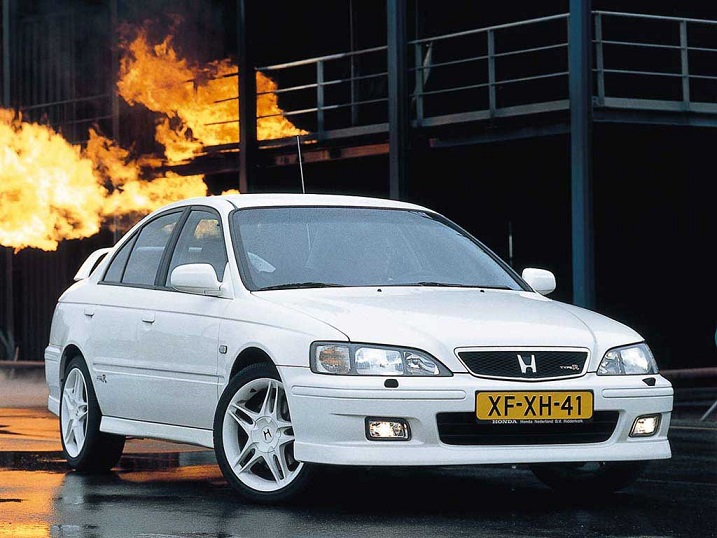 欧州アコードTYPE R(出典:https://www.carthrottle.com/post/why-the-honda-accord-type-r-is-a-90s-hero/)