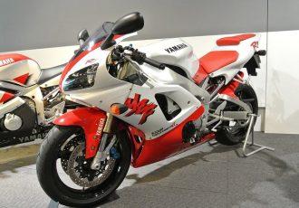 業界に衝撃を与えたバイク!初代YZF-R1があえて公道をメインステージに選んだ理由とは