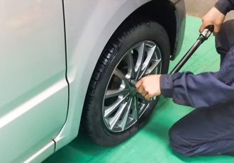 タイヤがフェンダーからはみ出ていても車検OK!?10mmまでハミタイ許可になった本当の理由