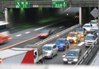 高速道路に荷物を落とすと違反です!でも、どうやって防いだらいいの?