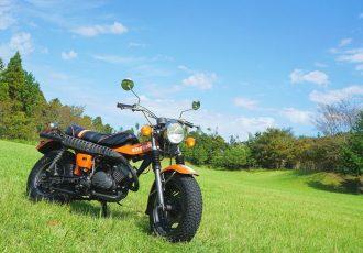 もはや時代遅れ?令和のバイクにはない魅力がたくさん詰まった名車バンバン125とは。