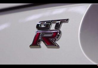 全て職人の手作業です。クルマ好きなら知っておくべき35GT-Rエンジンの製造工程。