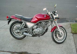 時代遅れなバイクを新車で出す。ヤマハがSRX400/600で挑戦したこと。