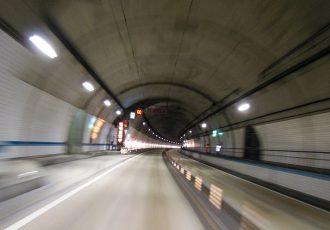 トンネルの中にもオービス多数!?最新のオービス設置事情をご紹介。