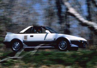 カローラをスーパーカーに変えた驚異の技術!初代MR2がスゴかった理由とは