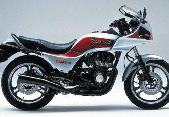 全ての男の子が憧れたバイク!80年代を代表する名車カワサキGPZ400とは