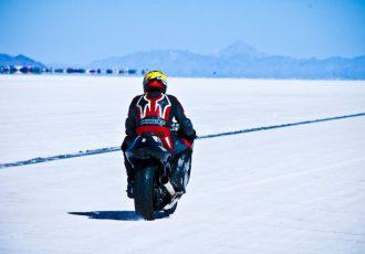 """時速500キロ越え!塩湖の上で行われるモータースポーツ""""ボンネビル・スピードウェイ""""とは?"""