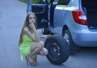 最近のクルマからスペアタイヤが無くなった理由とは?パンク修理キットの方がお得かも!