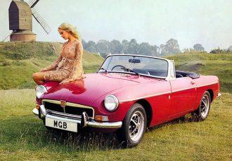オシャレなクルマに乗りたい人必見!!旧車スポーツのド定番『MGB』が傑作と呼ばれる理由