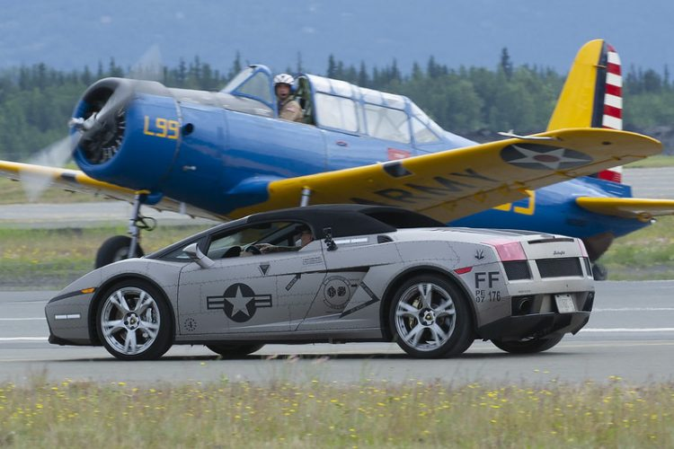 car and plane002