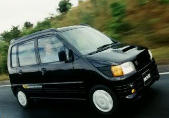 真の名車はライバルを育て合う!!伝説の名車に立ちはだかった好敵手、初代ダイハツ ムーヴ!