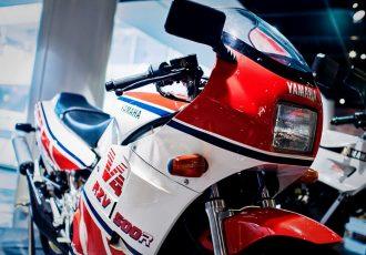 2ストはヤマハが一番だ!メーカーが本気で作ったバイク、RZV500R