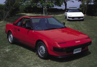 日本で初めてのミッドシップレイアウトスポーツカーって?トヨタMR2