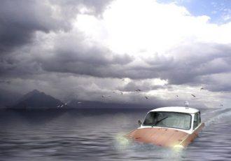 さっき降りた愛車が無人で追い越していく…何が起きた?!「車の失敗談4選」